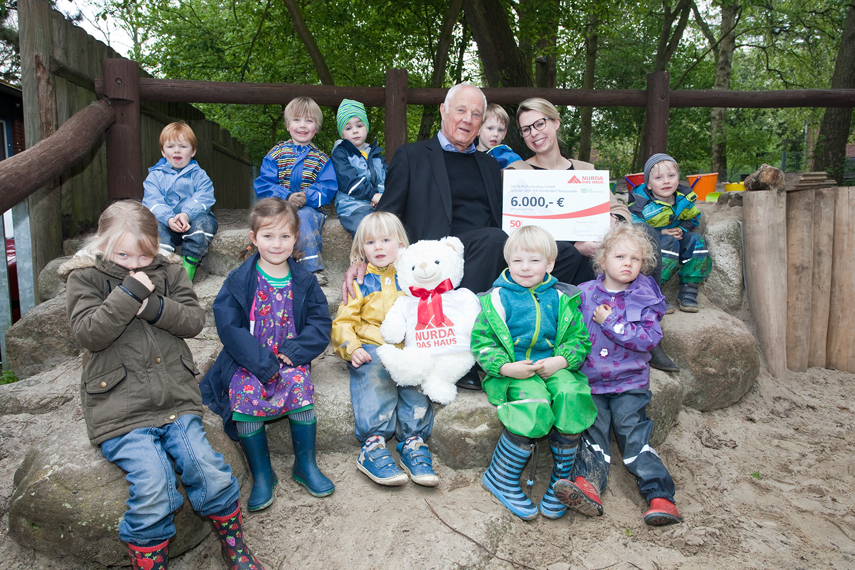 Spenden Übergabe SOS-Kinderdorf Worpswede